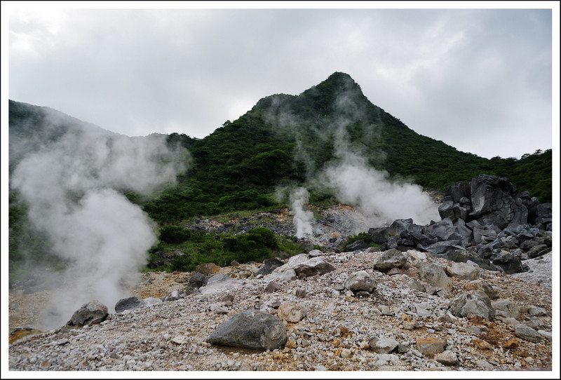 Sulfur vapor fissures.