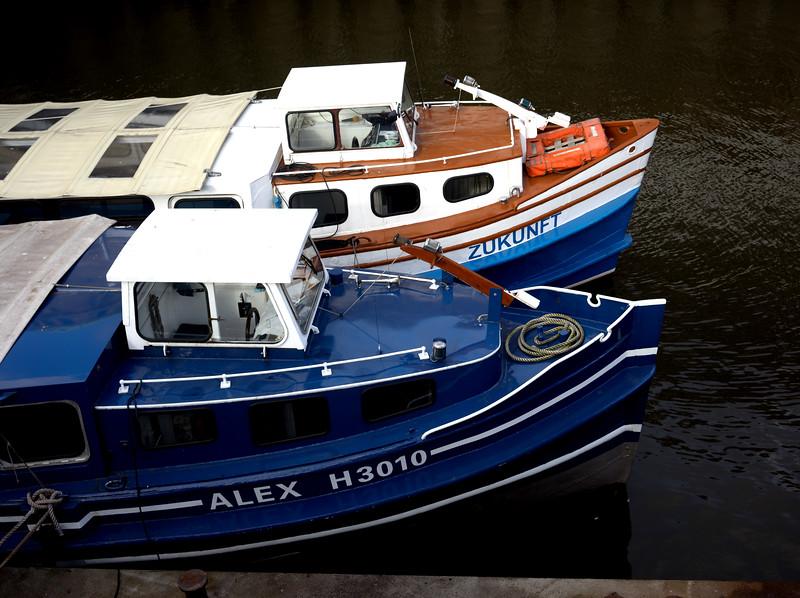 2 Hafenbarkassen St. Pauli Landungsbrücken Hamburg