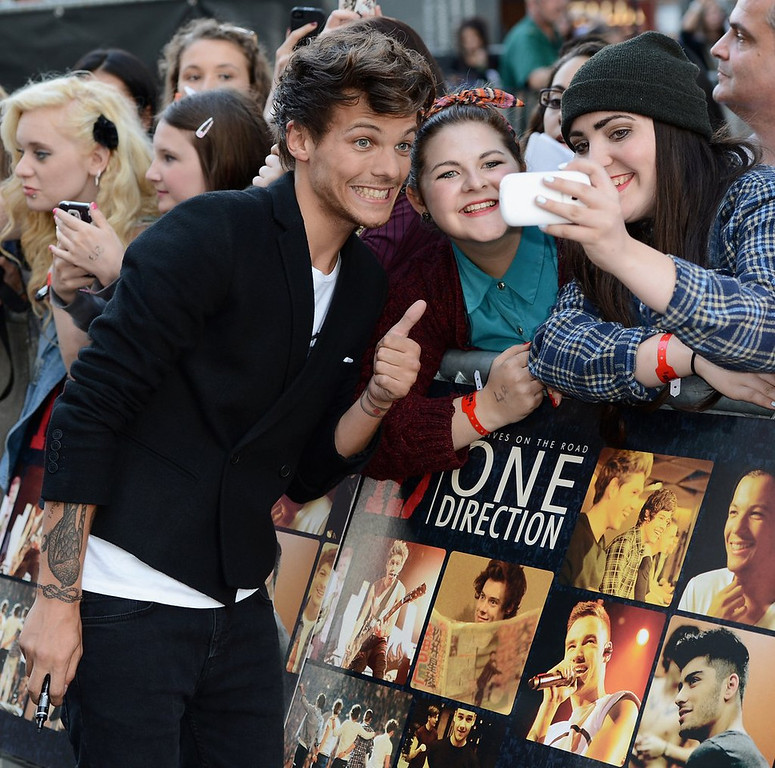 """. <p>10. (tie) LOUIS TOMLINSON  <p>After teen idol takes tough hit in soccer match, his lunch comes up in One Direction. (previous ranking: unranked) <p><b><a href=\'http://www.eonline.com/news/456613/one-direction-s-louis-tomlinson-vomits-after-being-tackled-in-charity-soccer-game\' target=\""""_blank\""""> HUH?</a></b> <p>     (Ian Gavan/Getty Images for Sony Pictures)"""