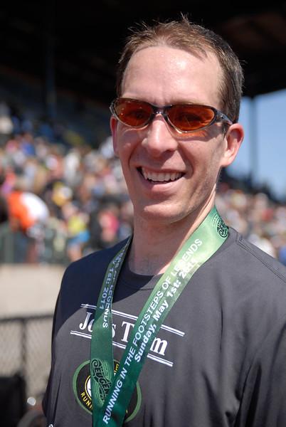 Joe's Team_EugeneMarathon2011_119.jpg