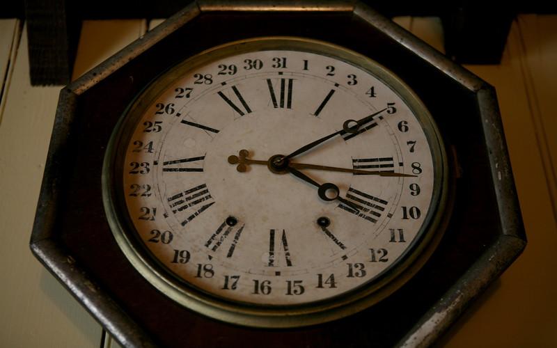 Kalenderuhr in Ross