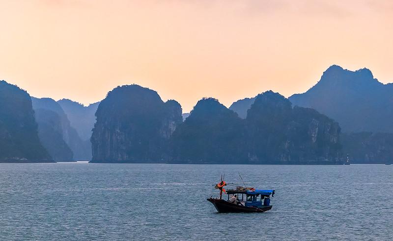 HaLong Bay Vietnam Cruise_P1090231.jpg