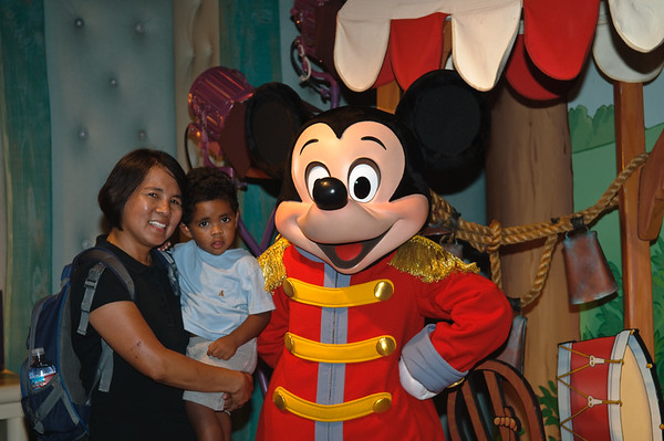 Kaleo & Lola at Disneyland