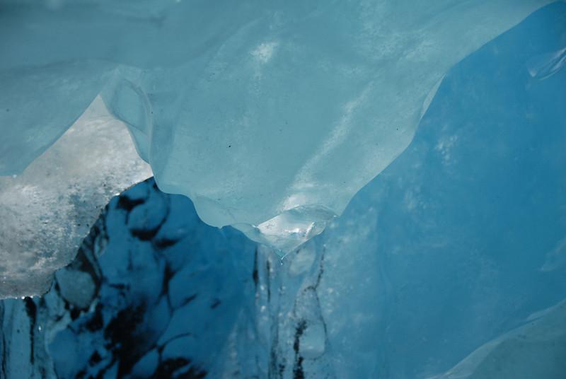 CG-GlacierTunnel0004.jpg