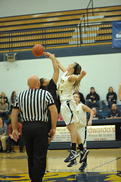 Girls Basketball (Action)
