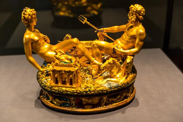 Kunsthistorisches Wein Sculptures