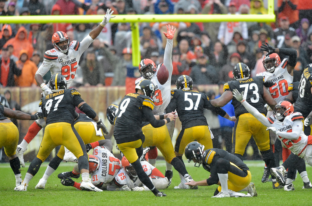 . Pittsburgh Steelers kicker Chris Boswell (9) misses a field goal during overtime in an NFL football game against the Cleveland Browns, Sunday, Sept. 9, 2018, in Cleveland. The Browns and the Steelers tied at 21-21. (AP Photo/David Richard)