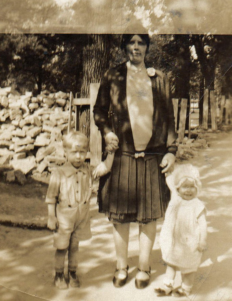 Bill Jr., Ella and Dot taken at Wilmette, Ill. 1920