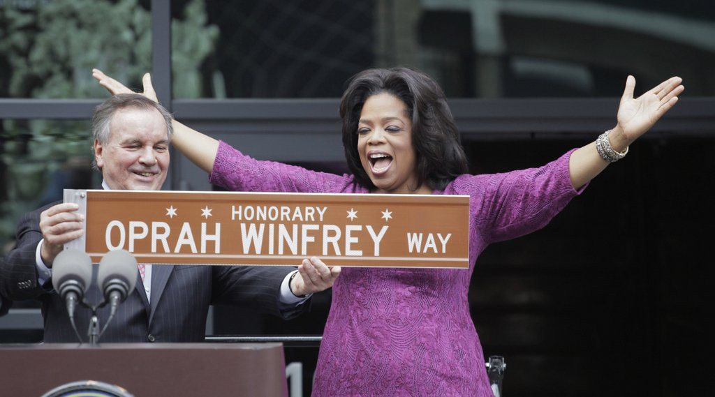 """. <p>7. (tie) OPRAH WINFREY <p>Believes she can con folks into paying $99 to watch her do a talk show in an arena. (unranked) <p><b><a href=\'http://www.twincities.com/entertainment/ci_25423286/oprah-winfrey-takes-show-road\' target=\""""_blank\""""> HUH?</a></b> <p>     (AP Photo/M. Spencer Green, File)"""