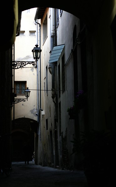 more-dark-alleys-even-during-the-day_2105252449_o.jpg