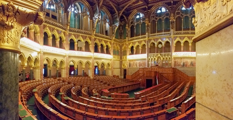 The central hall, where parliament meets.