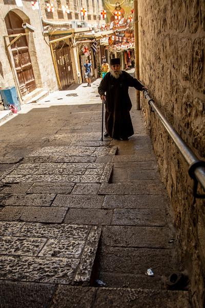 הכומר בדרך לפטריארכיה.jpg