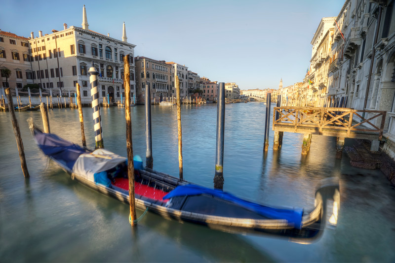 gondola-grand-canal-rialto-bridge-motion-blur.jpg