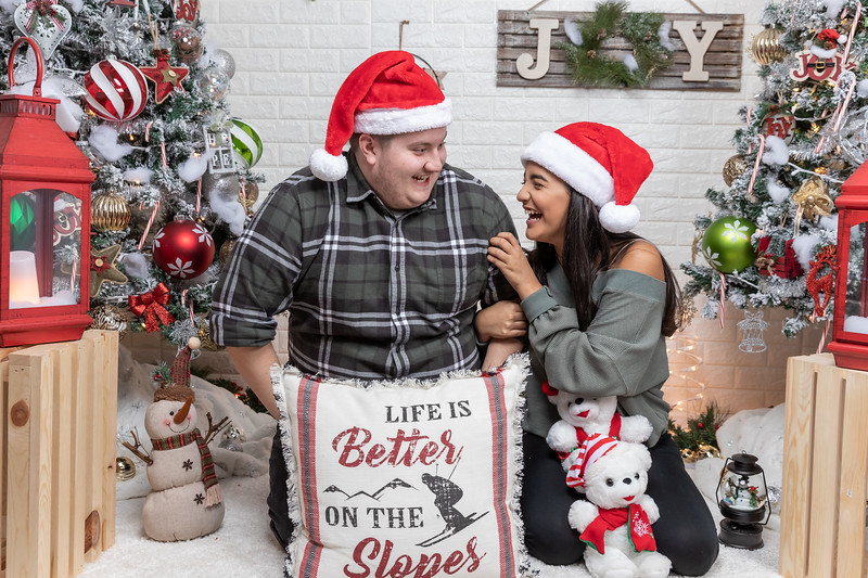 12.18.19 - Vanessa's Christmas Photo Session 2019 - 50.jpg