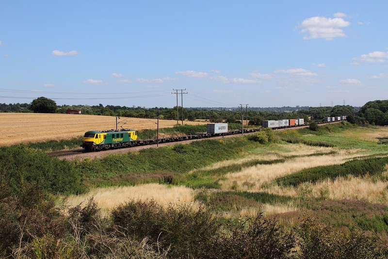 90042 on the 4M81 Felixstowe North to Crewe Basford Hall at Belstead Bank on the 4th August 2015.JPG
