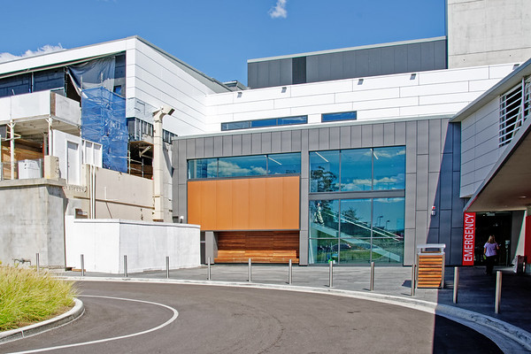 GOSFORD HOSPITAL REDEVELOPMENT.  NEW  WING and EMERGENCY  ENTRY. Geoff Childs. sunnypicsoz.com