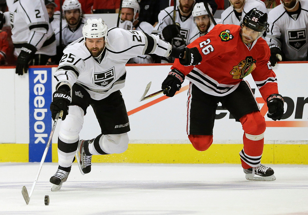 . Los Angeles Kings left wing Dustin Penner (25) maintains control of the puck against Chicago Blackhawks center Michal Handzus (26) during the first period of Game 1 of the NHL hockey Stanley Cup Western Conference finals, Saturday, June 1, 2013, in Chicago. (AP Photo/Nam Y. Huh)