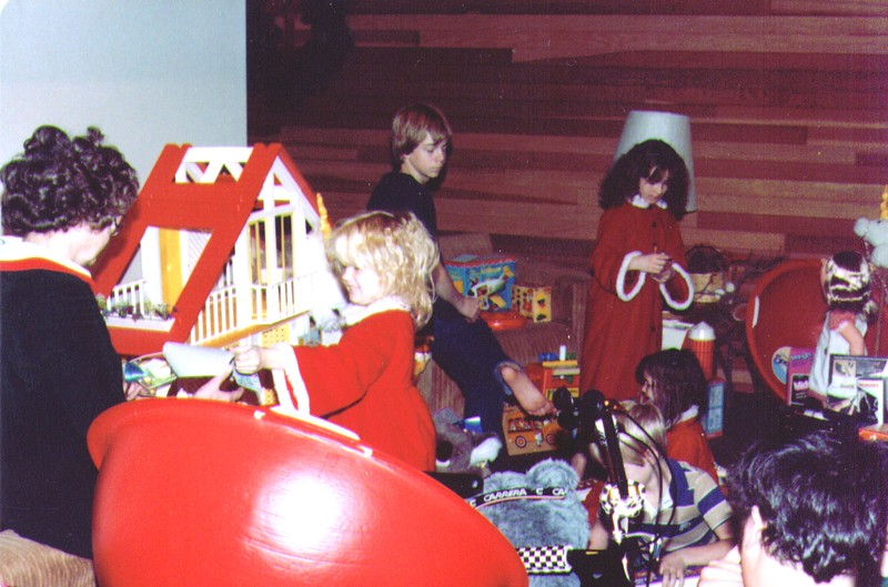 Bonnie,Crissy,Russ,Monica,Nichole,Mike,Joe, 12-25-83  .jpg