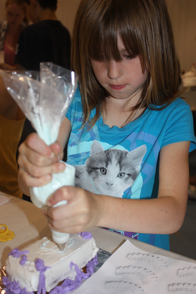 Mid-Week Adventures - Cake Decorating -  6-8-2011 126.JPG