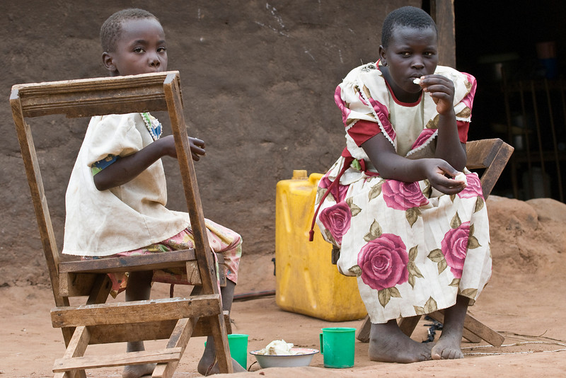 affa's sister have lunch as they await her return