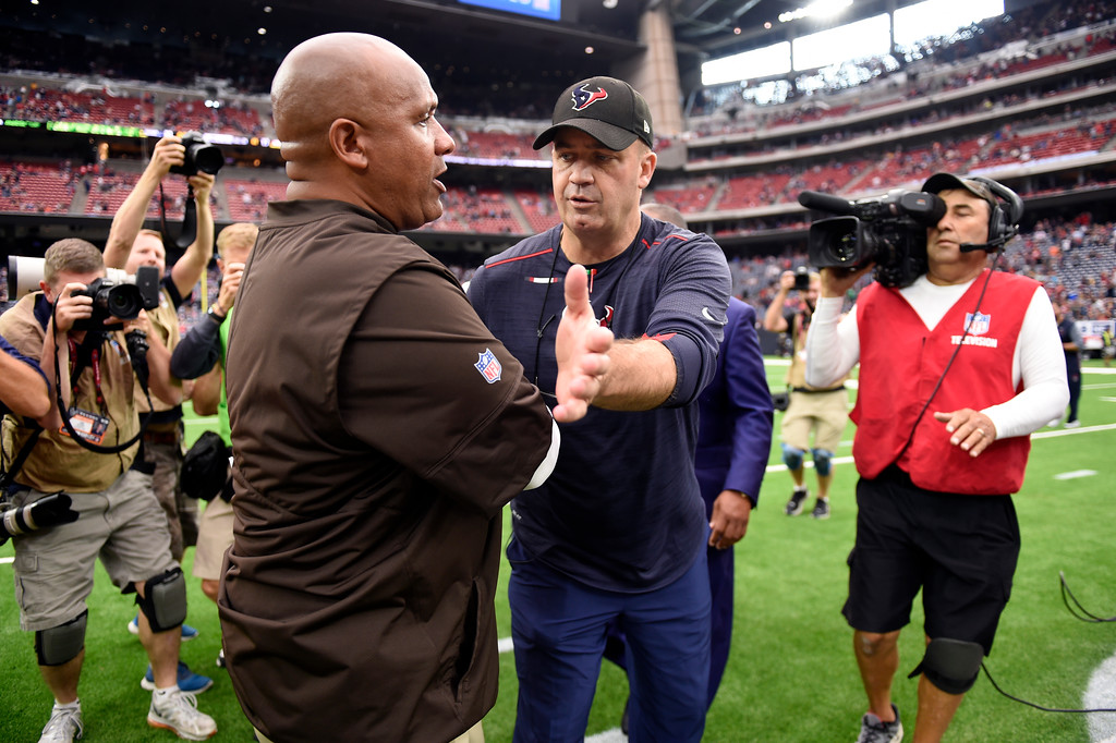 . Cleveland Browns head coach Hue Jackson, left, and Houston Texans head coach Bill O\'Brien, right, meet at midfield after their NFL football game, Sunday, Oct. 15, 2017, in Houston. (AP Photo/Eric Christian Smith)