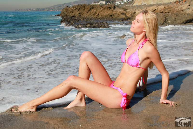 Canon 5D Mark II photos of Beautiful Blonde Swimsuit Bikini Model Goddess