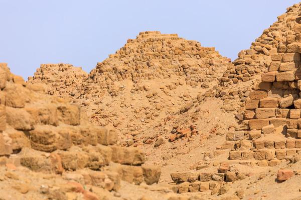 Von links nach rechts: Nu 6 Anlamani, Nu 10 Amaninatakilebte, Nu 9 Aramatelqo, Nu 8 Aspelta, Nu 7 Karakamani, Nuri, Sudan