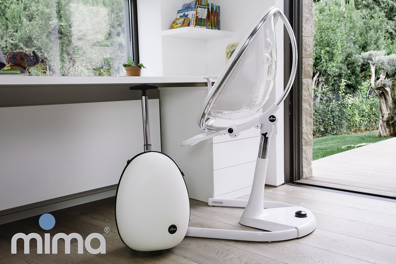Mima_Moon_Lifestyle_White_Highchair_With_Ovi_Trolley_With_Logo.jpg