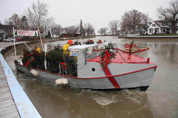 December 2008. Christmas Tree Ship arrives in Vermilion.