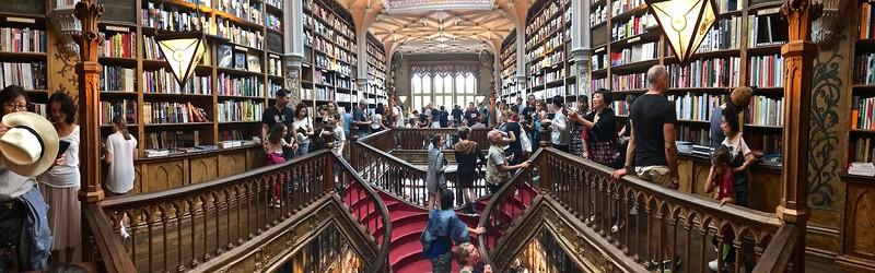 Edificio da Livraria Lello - famous bookstore