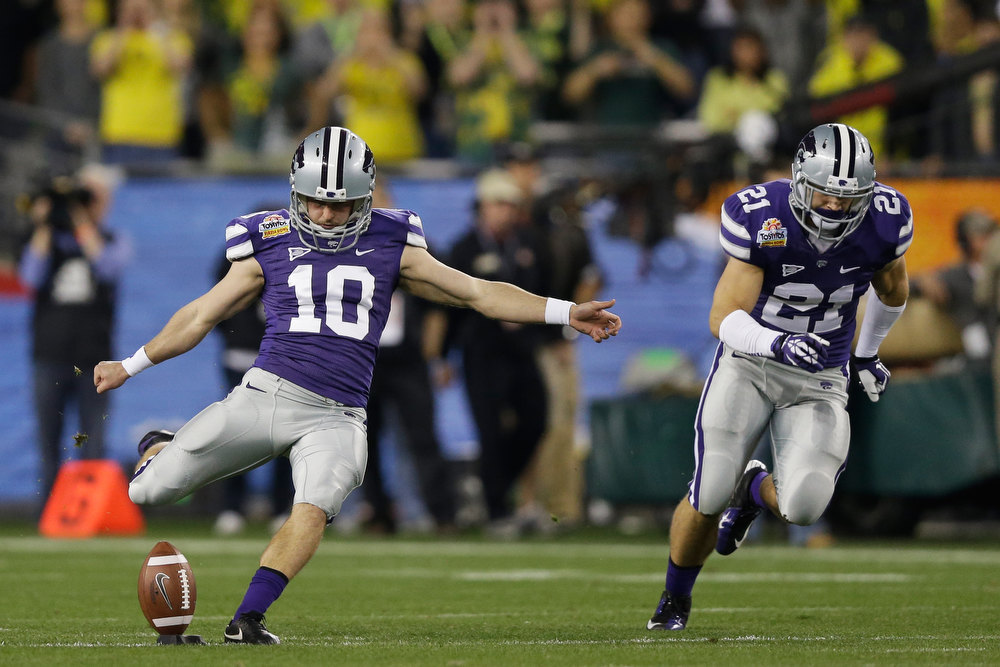 . Anthony Cantele #10 of the Kansas State Wildcats kicks off the ball to start the game against the Oregon Ducks during the Tostitos Fiesta Bowl at University of Phoenix Stadium on January 3, 2013 in Glendale, Arizona. De\'Anthony Thomas #6 of the Oregon Ducks returned the kick for a touchdown.  (Photo by Ezra Shaw/Getty Images)