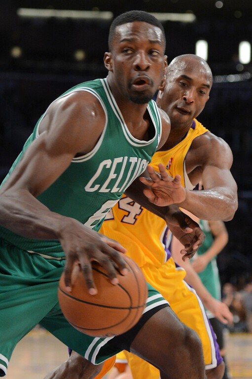 . Lakers Kobe Bryant defends against Celtics\' Jeff Green during first half action at Staples Wednesday.  Photo by David Crane/Staff Photographer