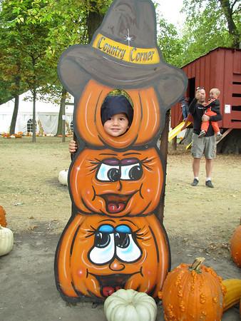 Pumpkin Picking 2013 - Country Corner