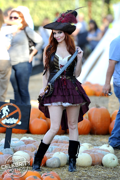 Phoebe Price The Pirate Dresses Her Dog Up In Matching Halloween Costume At Mr Bones' Pumpkin Patch!