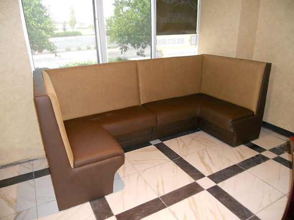 BANQUET OR BOOTH SEATING