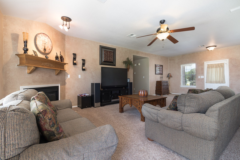 Living room (2 of 2).jpg