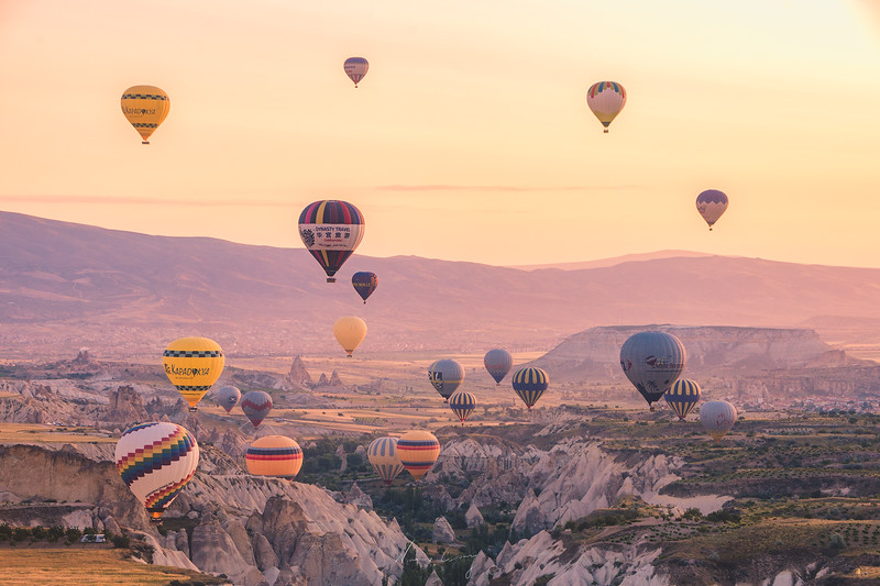 cappadocia-ballon-in-the-valley-7.jpg