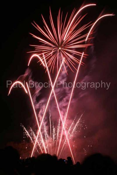 2007_1105roundwoodfireworks083_edited-1001.jpg