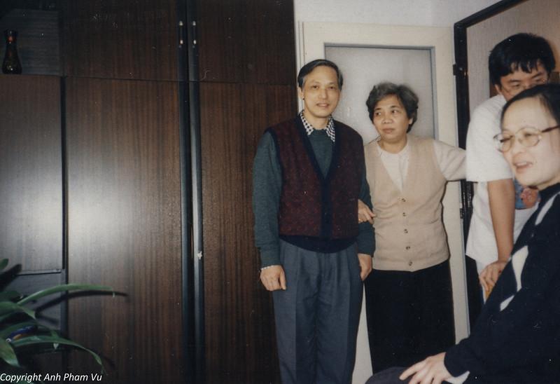 Co Lan Huong Visit 90s 16.jpg