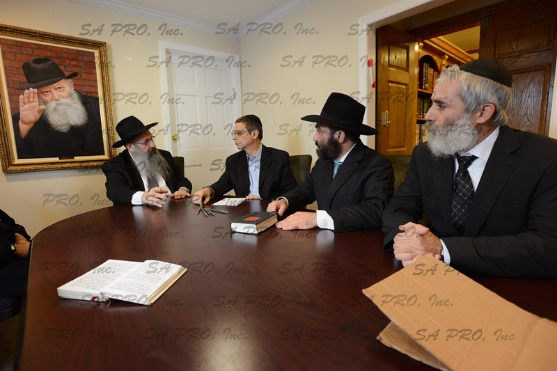 Israel Deputy Foreign Minister Danny Ayalon visiting Rebbe Menachem Mendel Schneerson Ohel in Queens, NY. Photo by Shahar Azran.  FOR PERSONAL USE ONLY. (C) SA PRO, INC.