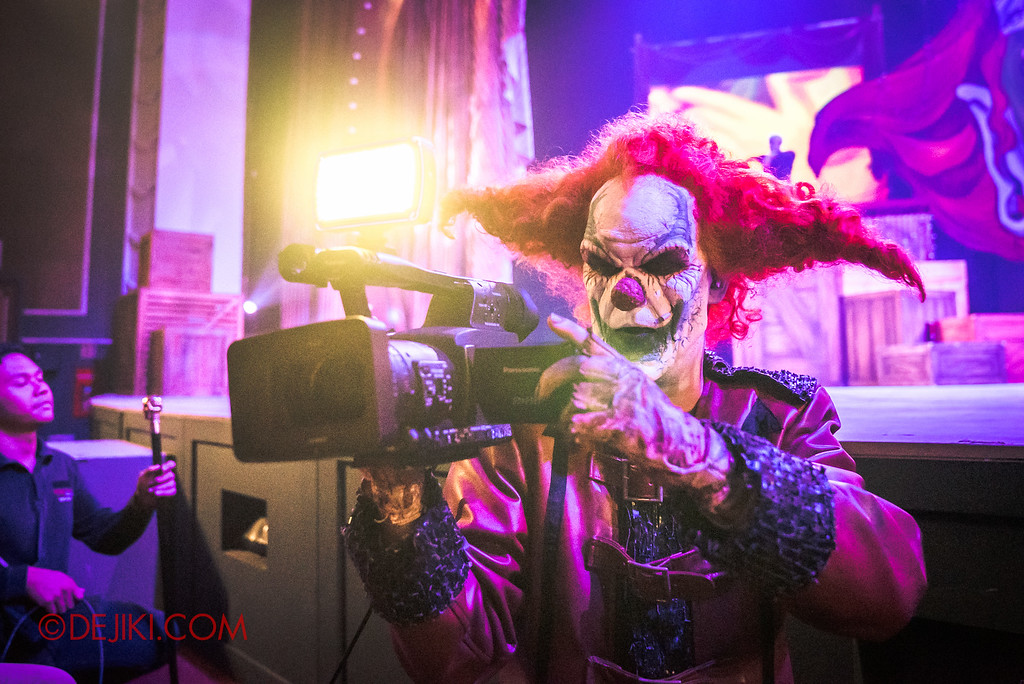 Halloween Horror Nights 6 Final Weekend - Jack's Recurring Nightmare Circus / Jack filming us