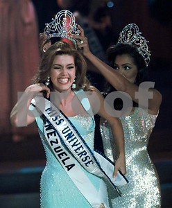 a-miss-universe-insulted-by-trump-steps-up-for-clinton