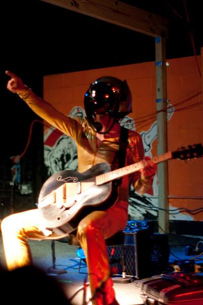 Bob Log III at Red 7