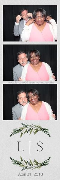 ELP0421 Lauren & Stephen wedding photobooth 8.jpg