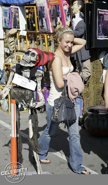 EXC: Hayden Panettiere Shops In Low Cut Top