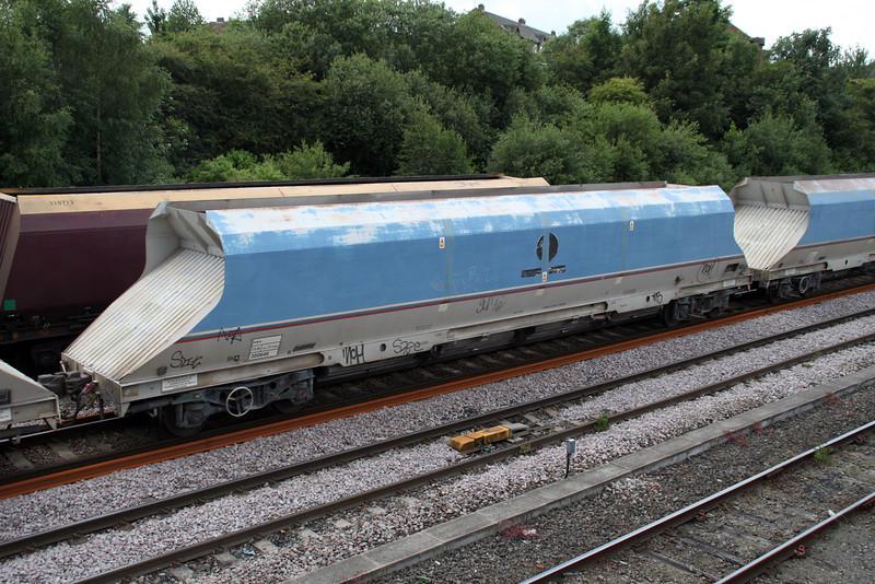 HKA 300646 passes Knottingley on 6E56 Tunstead-Milford 19/06/12