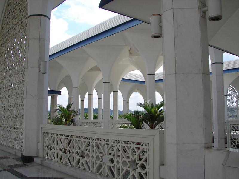Sultan Salahuddin Abdul Aziz Mosque, known as The Blue Mosque in Shah Alam Malaysia (6).JPG