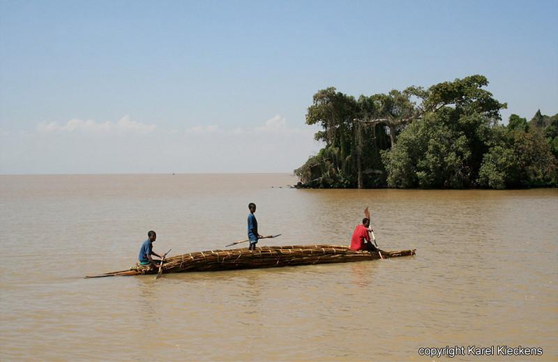 42.Tanameer.papyrusboot aan Dek eiland.JPG