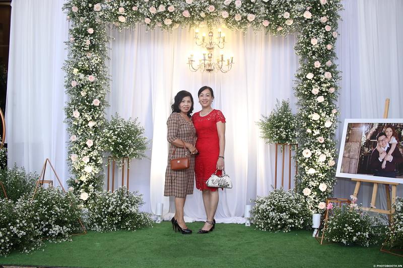 Vy-Cuong-wedding-instant-print-photo-booth-in-Bien-Hoa-Chup-hinh-lay-lien-Tiec-cuoi-tai-Bien-Hoa-WefieBox-Photobooth-Vietnam-038.jpg