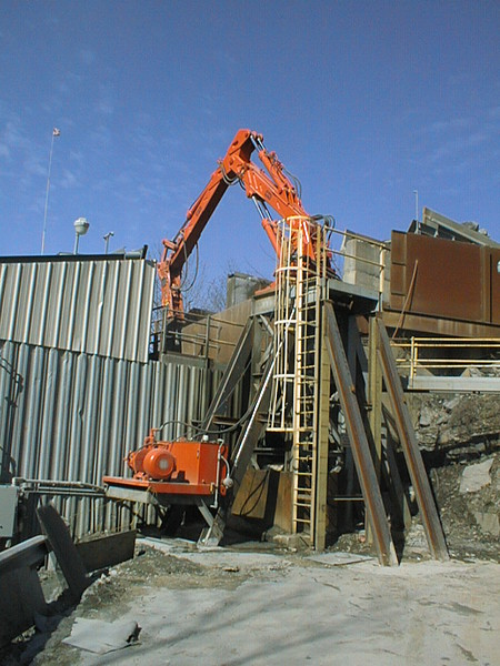 NPK B6500 pedestal boom system with E210A hydraulic hammer-secondary rock breaking (3).jpg